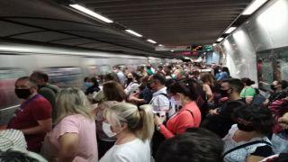 Давка в метро: тотальный карантин «не за горами»?