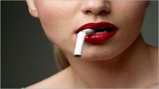 «Со скрипом», но греки бросают курить