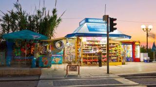 Коронавирус: после полуночи закроются киоски, винные магазины и мини-маркеты