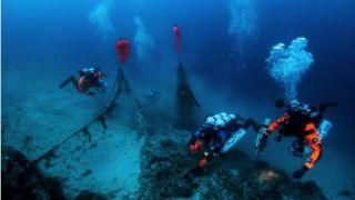 Дайверы убрали 500 кг сетей с британской подводной лодки