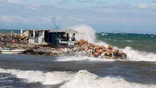 Ураганный ветер скоростью более 150 км/ч в Каристосе