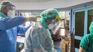 Коронавирус, антирекорд: 121 смерть, 1747 новых случаев и 606 интубированных