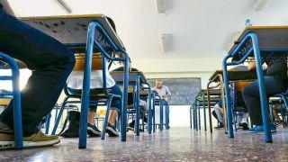 Правительство Греции примет на работу 15000 учителей