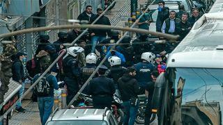 Афинская полиция освободила еще одно здание, захваченное сквоттерами