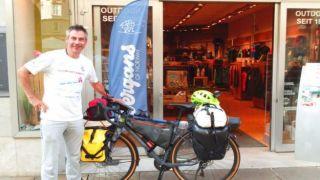 Бесстрашный немецкий велосипедист прибыли из Осло в Салоники