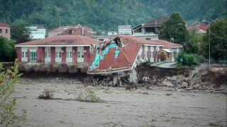 Обрушение медицинского центра из-за аномальной погоды