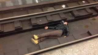 Трагедия в метро: молодой мужчина упал под поезд
