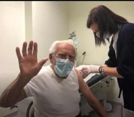 Случай во время вакцинации: ответ 93-х летнего критянина