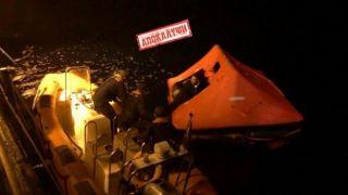 Εfsyn: нелегалов сажают в спасательные шлюпки и вывозят в нейтральные воды