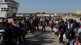 856 беженцев из Митилини и Самоса прибыли на материк
