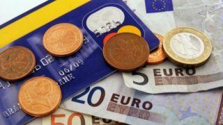 Греция: 9 из 10 покупок оплачиваются наличными