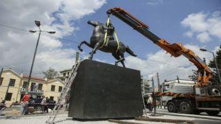 В центре Афин установили статую Александра Македонского
