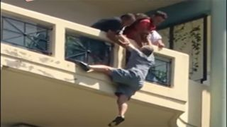 Сержант спас мужчину, висящего на балконе
