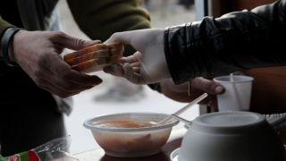 В Афинах муниципалитет начинает выдачу пайков неимущим