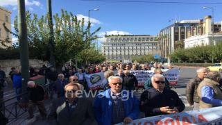 Пенсионеры Греции требуют возврата незаконно урезанных денег