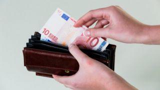 Минимальная заработная плата: дополнительные льготы и надбавки при ее повышении