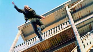 Кукаки: мужчина выпал с балкона жилого дома