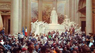 """Протест """"черных жилетов"""". Мигранты ворвались в здание Пантеона в Париже"""