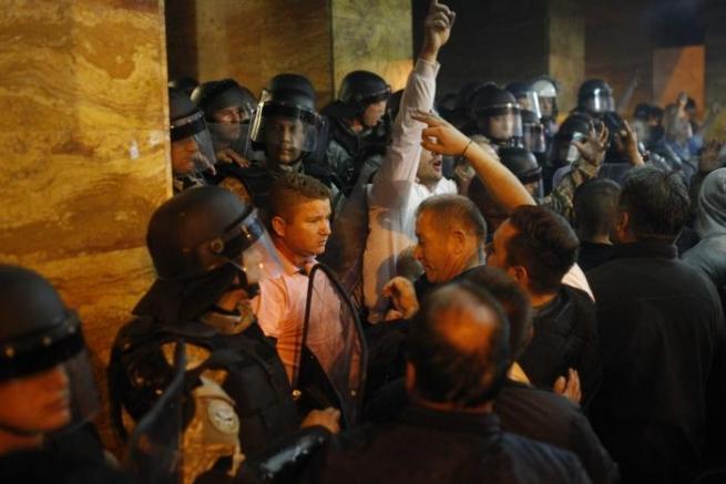Штурм парламента вМакедонии: ранены 77 человек, втом числе народные избранники