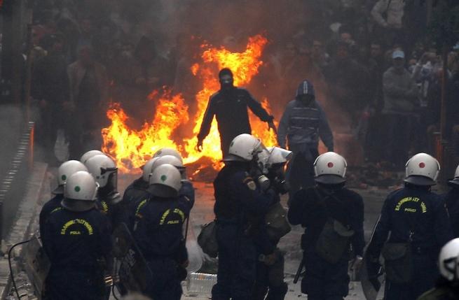 Надемонстрации против визита Обамы вГрецию произошли массовые беспорядки