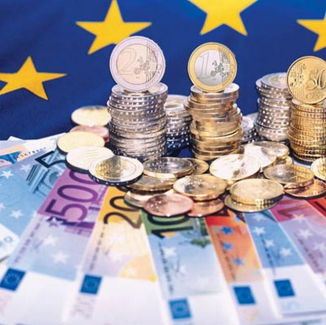 Еврогруппа согласилась  закончить  программу помощи Греции