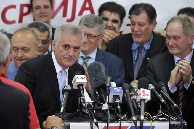 Президент Сербии объявил оготовности отправить войска вКосово