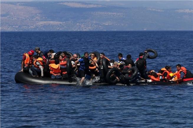 Греция направляет семь тысяч военных награницу сТурцией