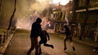 "Анархисты забросали полицейский спецназ коктейлями ""Молотова"""